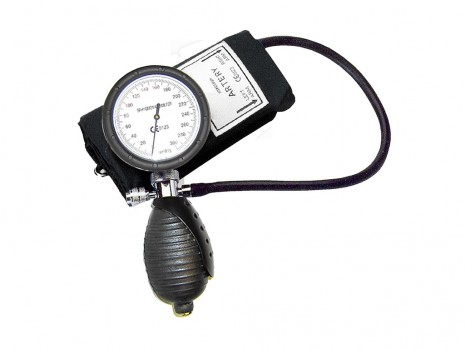 PALM TYPE SHOCKPROOF SPHYGMOMANOMETER WITH D-RING